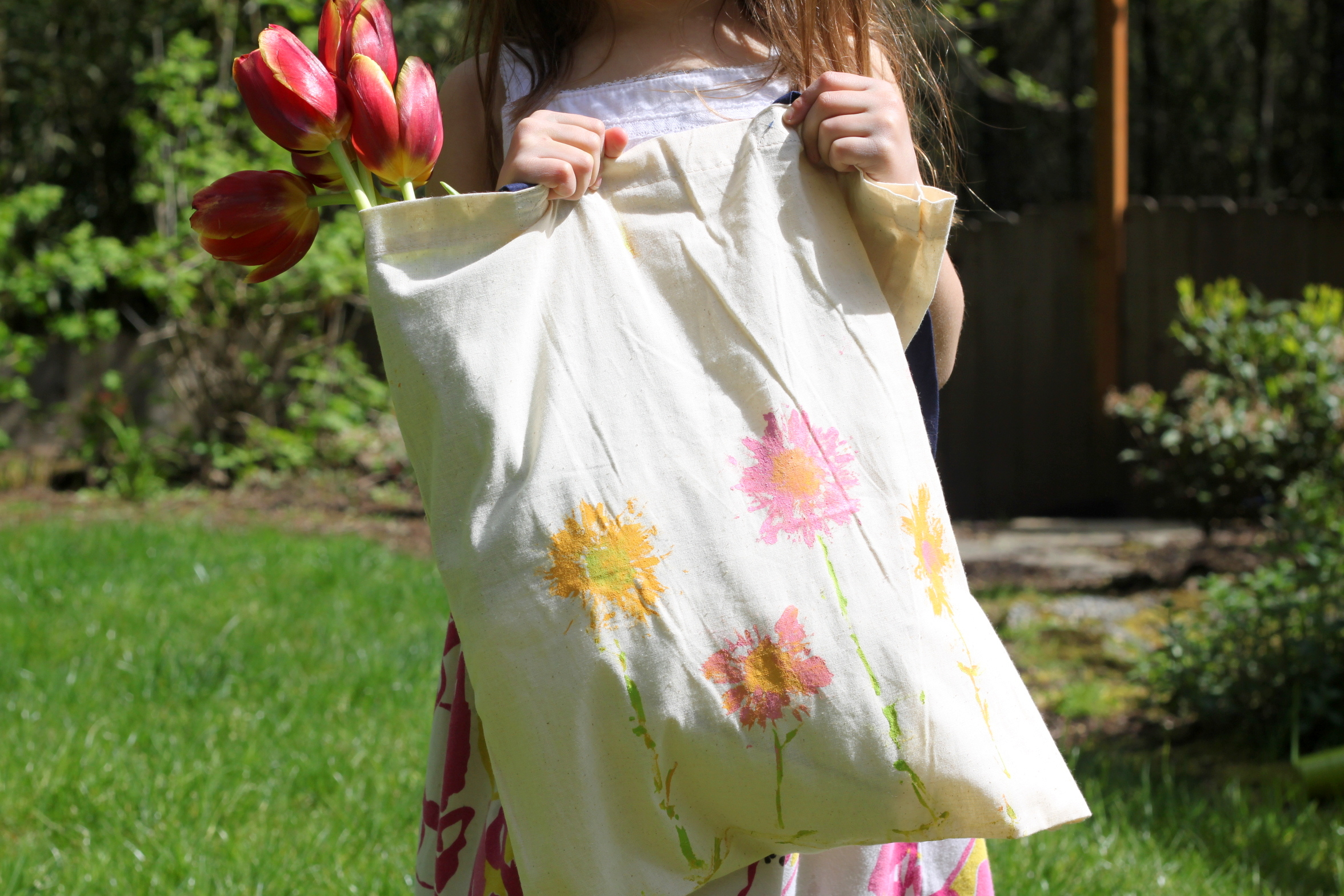 Daisy Print Canvas Shopping Bag